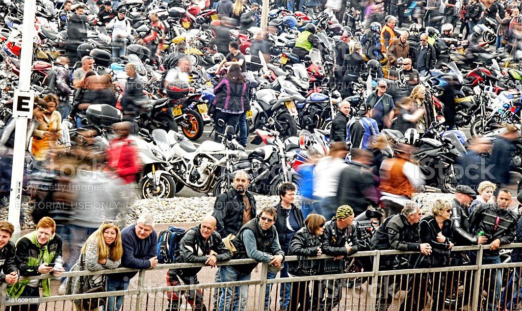 Ciclisti Raccogliere In Una Bicicletta Festival Di Mare Fotografie