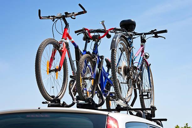 fahrräder dach carrier - fahrradträger stock-fotos und bilder