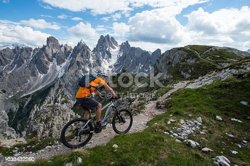 istock Biketour with emotion on the trail 1033432260