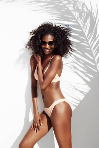 Babe bikini au soleil - Photo