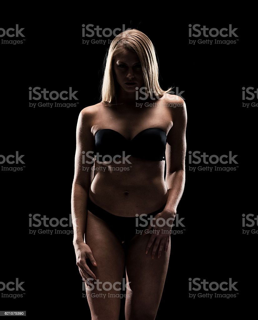 Bikini femme regardant l'appareil photo photo libre de droits