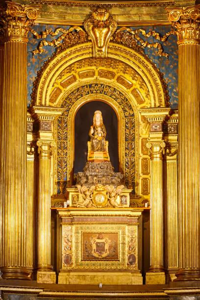 Bilbao Begona Kathedrale innen mit goldenen Jungfrau Altar. Spanien – Foto