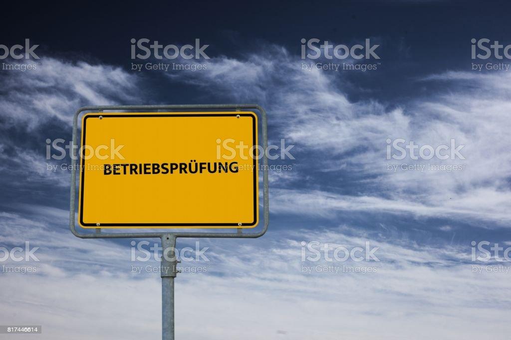 BETRIEBSPRÜFUNG - Bilder mit Wörtern aus dem Bereich Verfahrensdokumentation, Wort, Bild, Illustration stock photo