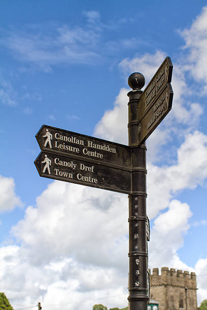 Bilingual direction information sign in Wales stock photo