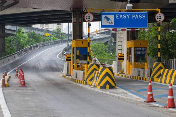 Bill through the checkpoint for cars that need an expressway picture id942186092?b=1&k=6&m=942186092&s=612x612&w=0&h=1vguyfq6tix7xd6tqnhlua5w3in1numtcvwnj89ntwg=