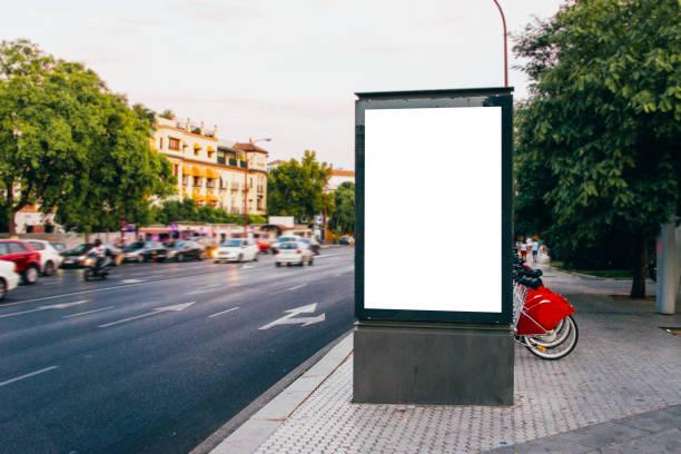 plakat-straße - plakatieren stock-fotos und bilder