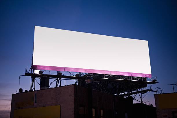 Billboard bei Sonnenuntergang – Foto