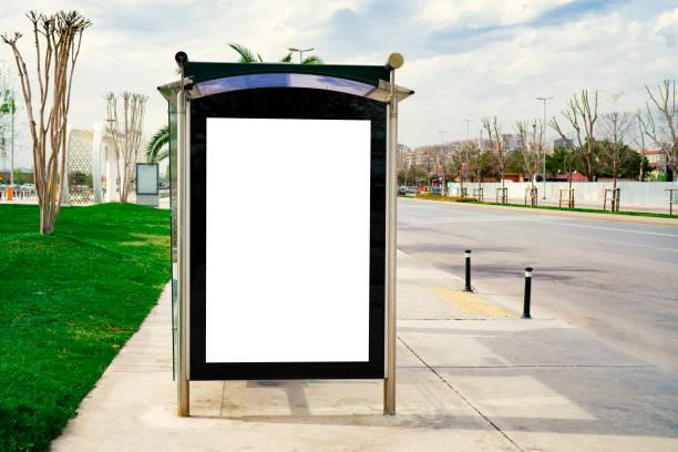 Panneau d'affichage, bannière, vide, blanc à un arrêt de bus - Photo