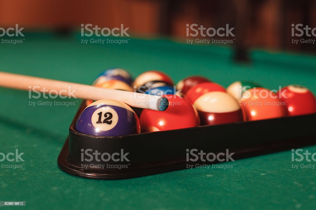 Billiard balls near by cue and chalk. - foto de acervo