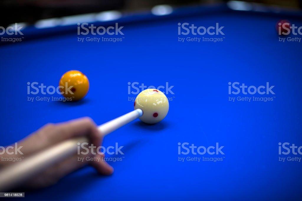 Billiards, billiard table. Targeting the cue in the ball for impact - fotografia de stock