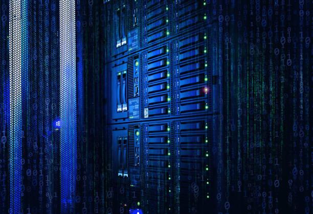 binaire stream, stroom van informatie. concept van blade-server, opslag, grote gegevens. modern mainframe schijfopslag met binaire code over in het datacenter - datacenter stockfoto's en -beelden