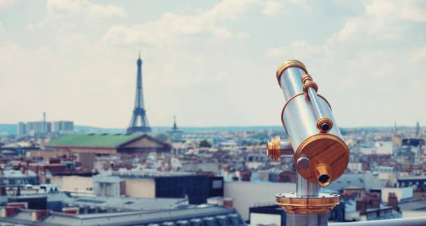 Fernglas auf dem Dach von Paris – Foto