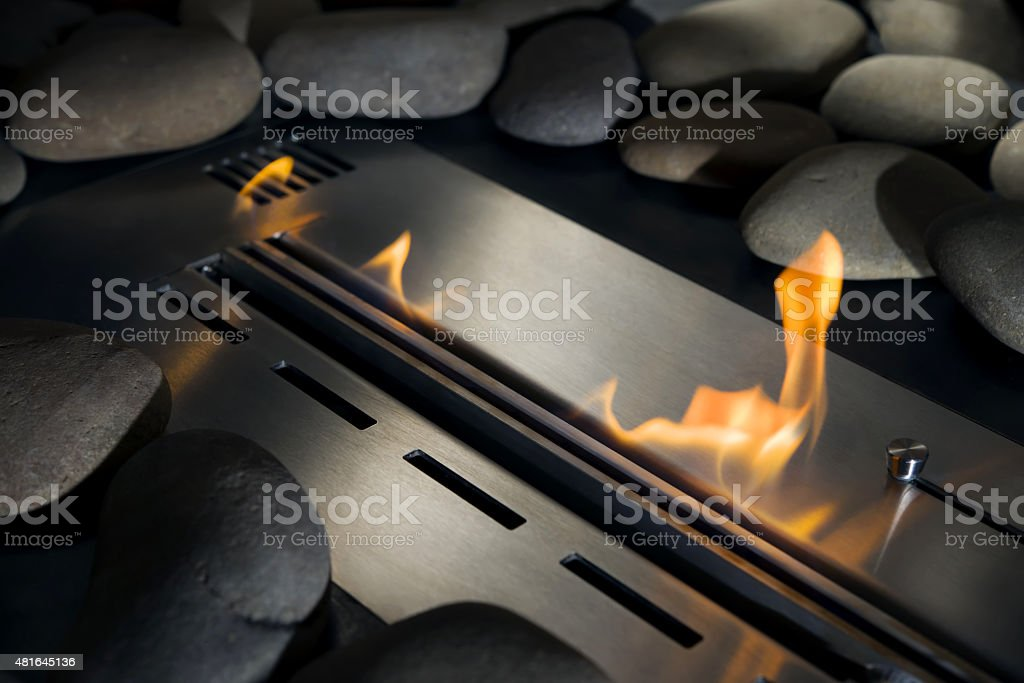 Bio-Kamin mit Feuer, close-up – Foto