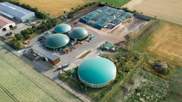 Biogasanlage und landwirtschaftliche Fläche - Luftbild – Foto