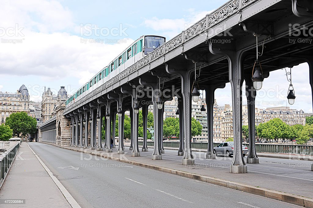Bir hakeim Pont de Paris, France - Photo