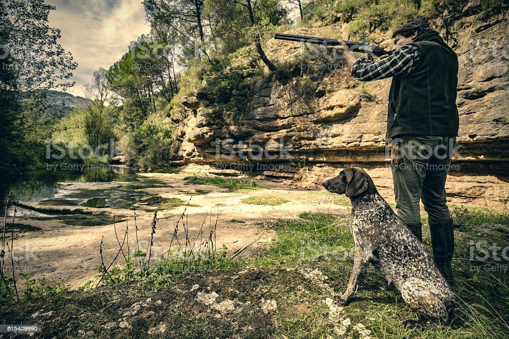 Bird hunter shooting - foto de stock