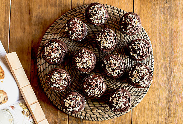 Vogelperspektive von Schokolade Cupcakes. – Foto