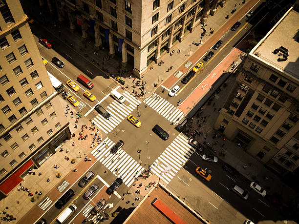 bird's eye view of nyc 5th ave - kruispunt stockfoto's en -beelden