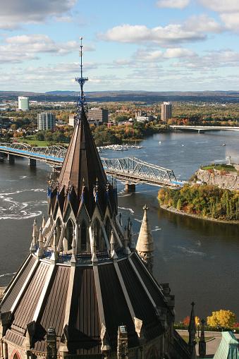 鳥瞰渥太華和議會圖書館屋頂 照片檔及更多 加拿大 照片