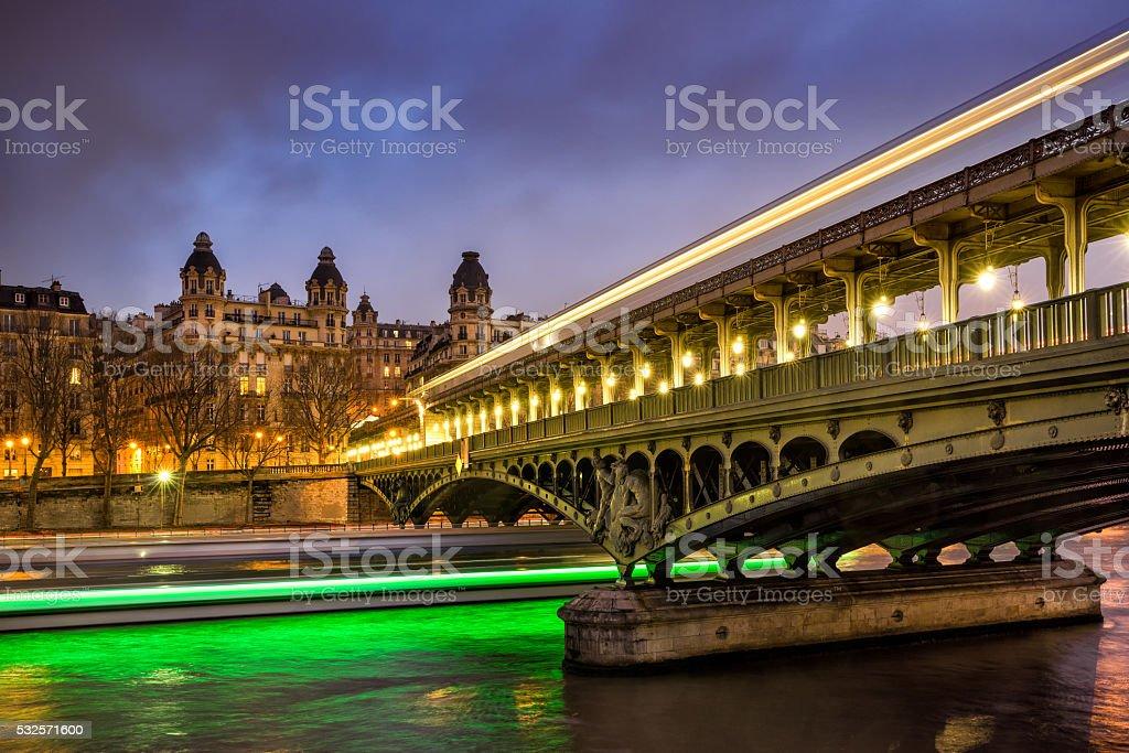 Bir-Hakeim pont et la Seine au crépuscule, Paris, France - Photo