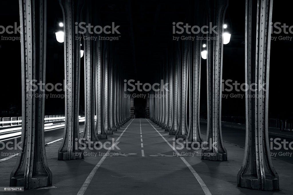 Bir-Hakeim bridge in Paris - Photo