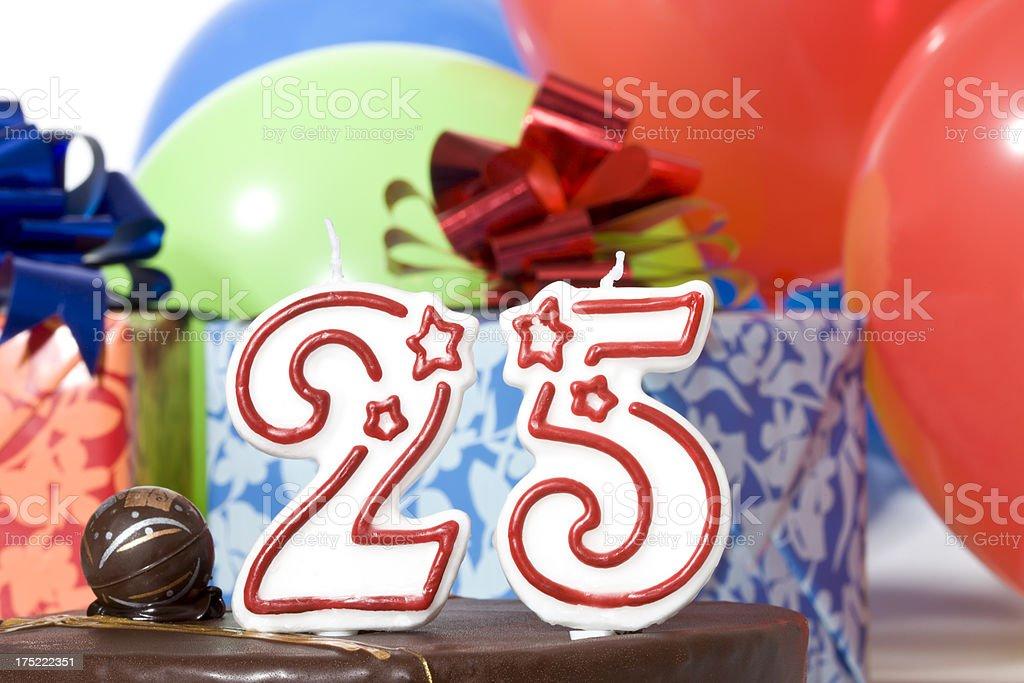 Torta Di Compleanno 25 Anni Fotografie Stock E Altre Immagini Di