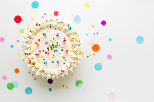 istock Birthday cake from above 663533396
