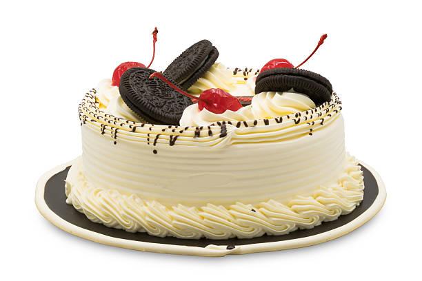Birthday cake garnished with white cream, cherries and chocolate – Foto