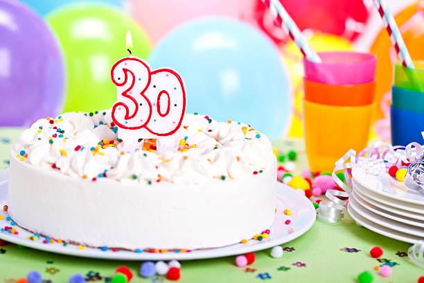 tort urodzinowy - 30 te urodziny zdjęcia i obrazy z banku zdjęć