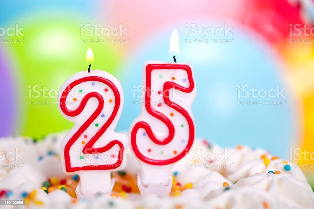 Bolo de aniversário - Foto de stock de 20-24 Anos royalty-free