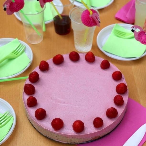 geburtstagstorte - paleo kuchen stock-fotos und bilder
