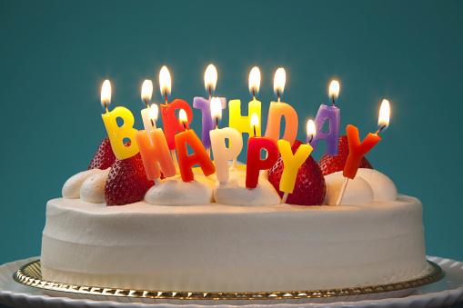 誕生日ケーキ - お祝いのストックフォトや画像を多数ご用意