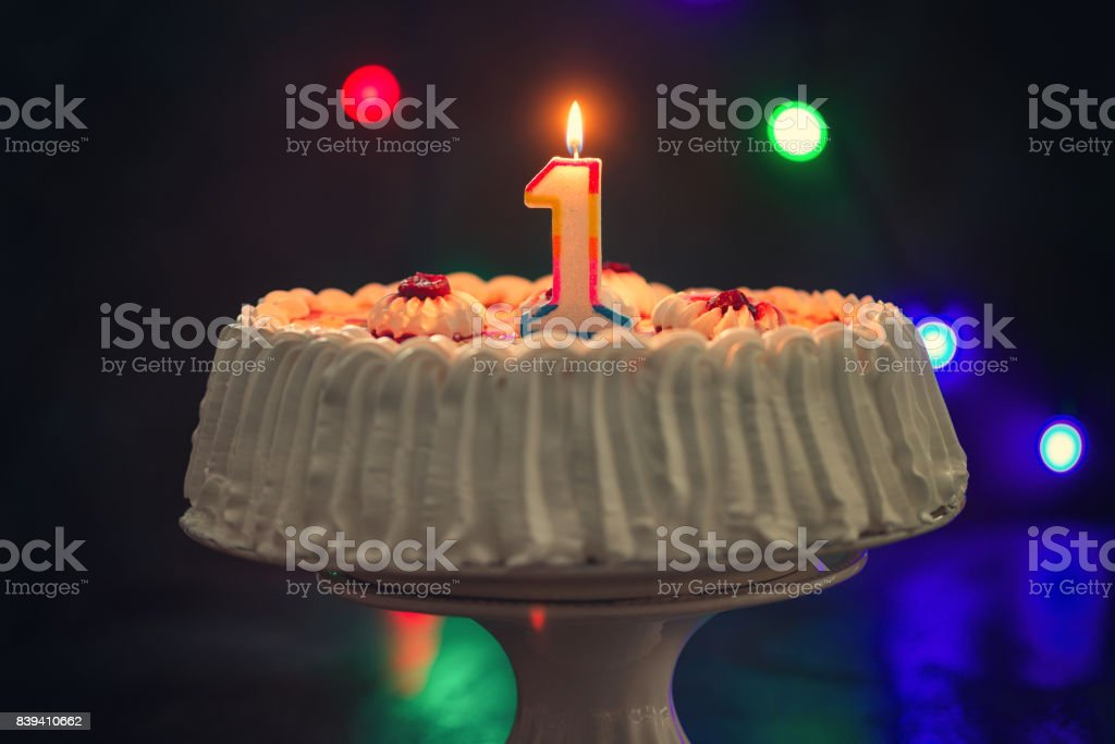 Geburtstagstorte mit Kerzen – Foto