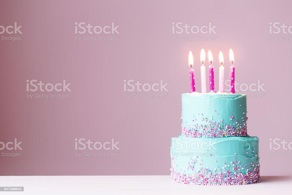 Tort urodzinowy z Świece różowy – zdjęcie