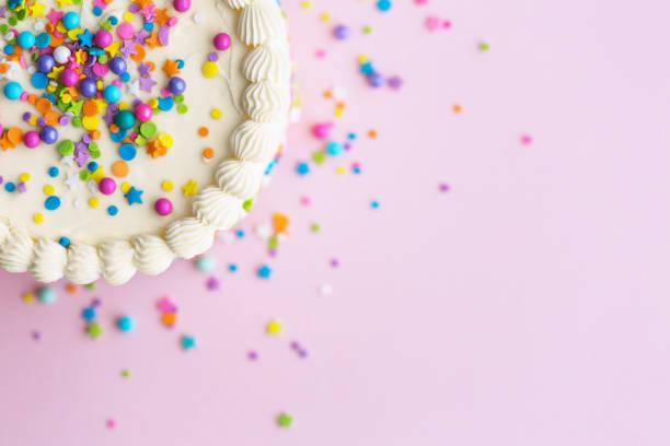 birthday cake with sprinkles - posypka zdjęcia i obrazy z banku zdjęć