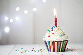 誕生日カップケーキ