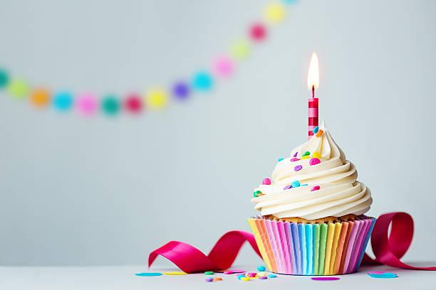 geburtstag cupcake - kindergeburtstagskuchen stock-fotos und bilder