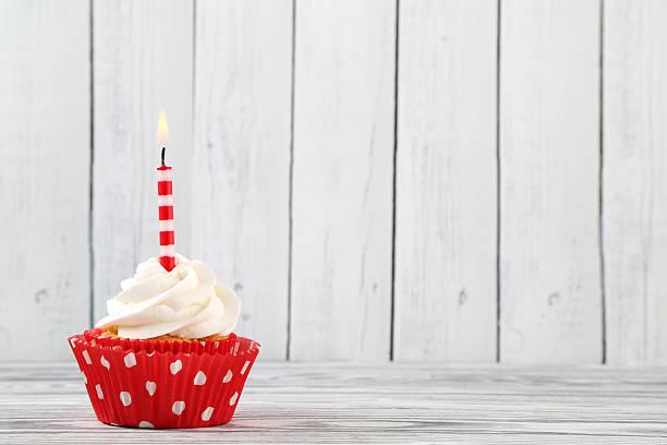 geburtstag cupcake - einladungskarten kindergeburtstag stock-fotos und bilder