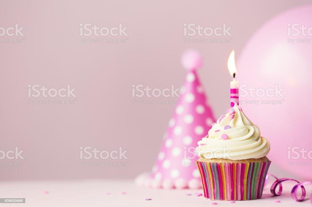 Geburtstag Cupcake Mit Kerze Stock Fotografie Und Mehr Bilder Von