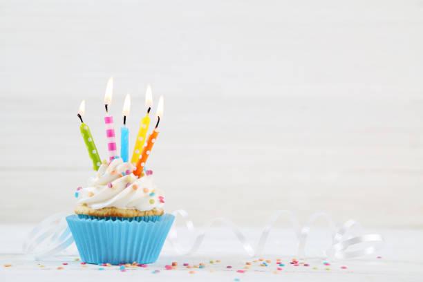 geburtstag-cupcakes - geburtstagskerze stock-fotos und bilder