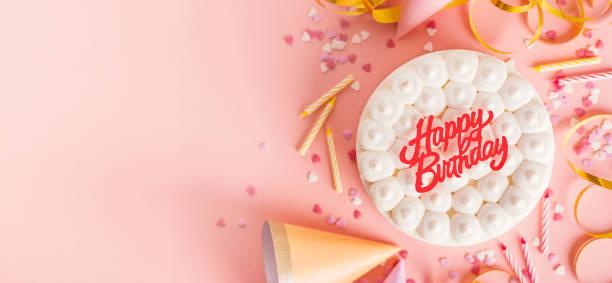 birthday party hintergrund auf rosa - einladungskarten kindergeburtstag stock-fotos und bilder