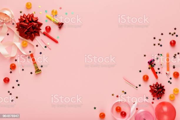 生日聚會背景與禮物和棒糖 照片檔及更多 事件 照片
