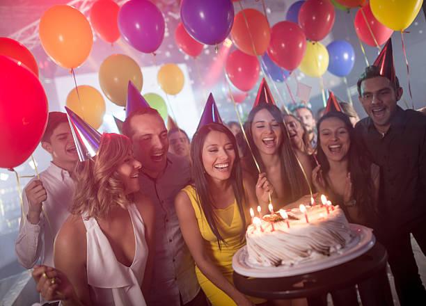 geburtstagsfeier party  - musik kuchen stock-fotos und bilder
