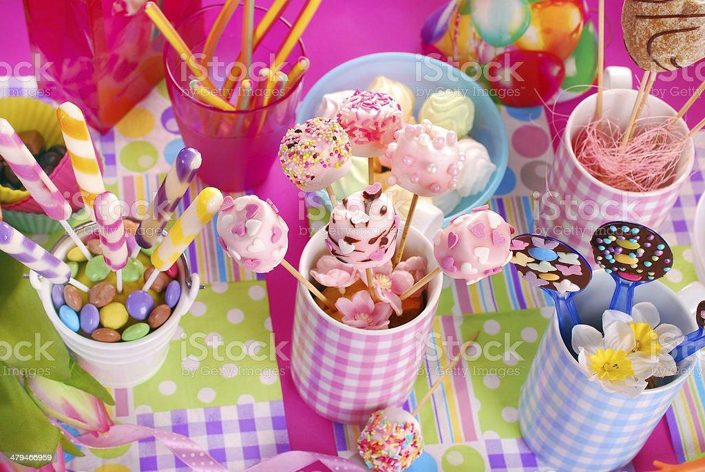 W superbly Urodziny Strona Tabela Z Słodycze Dla Dzieci - zdjęcia stockowe i DU22