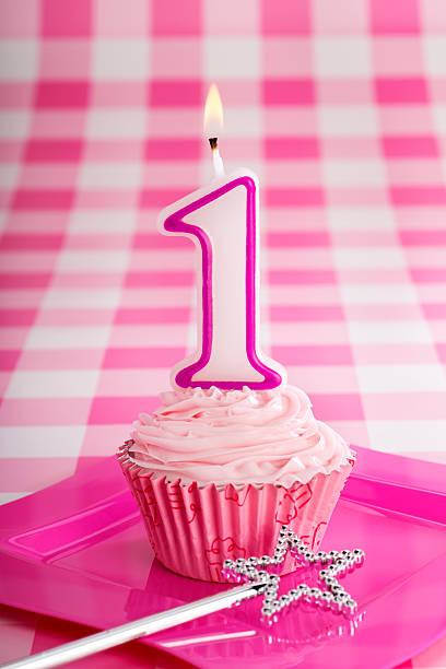 rosa geburtstag cupcake - prinzessinnen torte stock-fotos und bilder