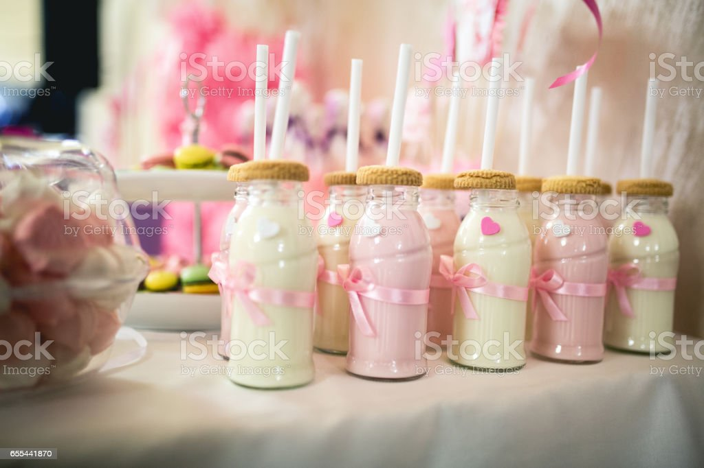 birthday smoothie bottles - foto stock
