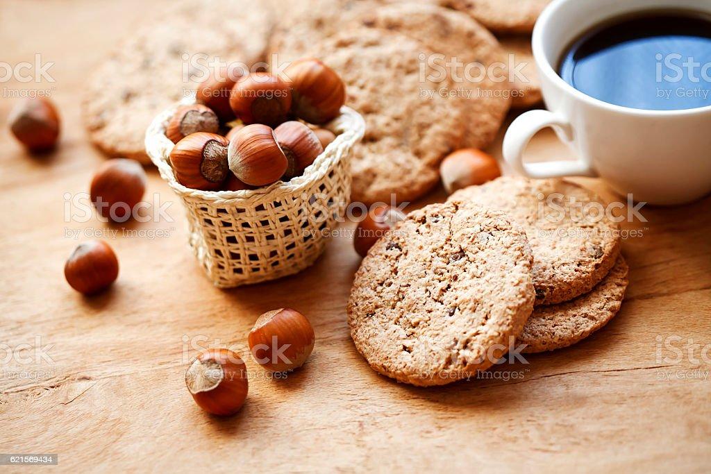 biscuit with hazelnut and coffee cup Lizenzfreies stock-foto
