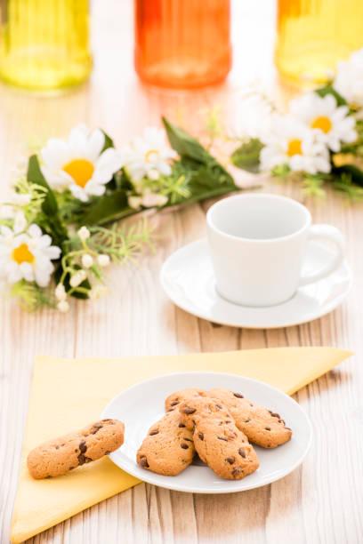 kekse auf einem teller - essensrezepte stock-fotos und bilder