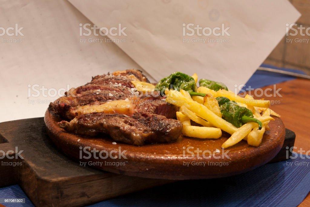 Bistec con patatas stock photo