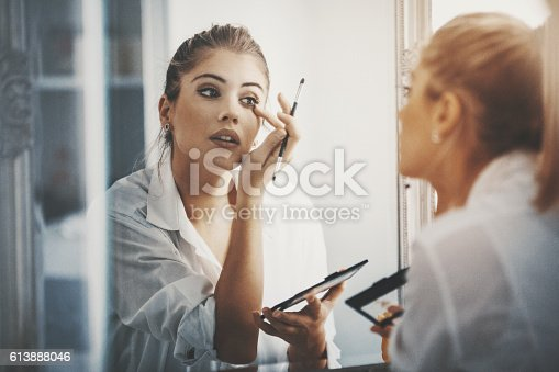 istock Bit of eye shadow and we're good to go. 613888046